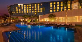 開羅機場艾美酒店 - 開羅 - 開羅 - 游泳池