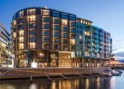 The Thief - Oslo - Building