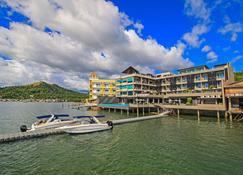 Two Seasons Coron Bayside Hotel - Coron - Bina