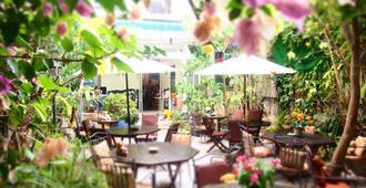 Hotel Liberty Sitges - Sitges - Patio