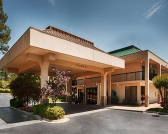 SureStay Plus Hotel by Best Western Southern Pines Pinehurst - Southern Pines - Building