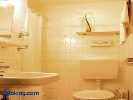 Hotel Haus Bismarck - Berlin - Bathroom