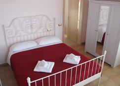 Insolent Inn - Gatteo a Mare - Schlafzimmer
