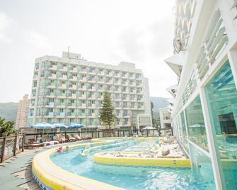 Pacific Hot Spring Hotel Green Bay - Wanli District - Gebouw