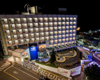 Pacific Hot Spring Hotel Green Bay - Wanli District