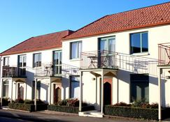 Les Troupes Apartments - Akaroa - Gebäude