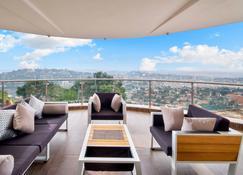 Protea Hotel by Marriott Kampala Skyz - Kampala - Balcón