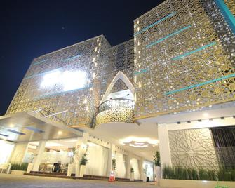 Grand Amira Hotel - Surakarta - Gebouw