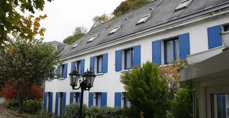 Hotel Le Castel Fleuri - Tours - Building