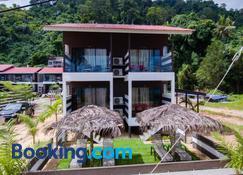 The Barat Tioman Beach Resort - Tioman Island - Bâtiment