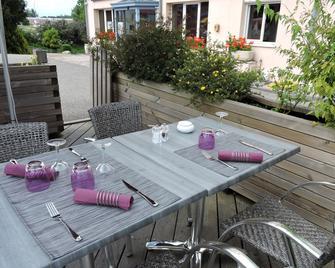 Hotel Le Foron - La-Roche-sur-Foron - Patio
