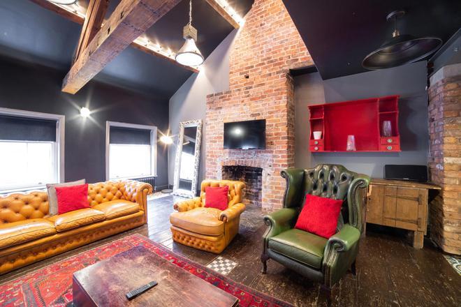 Le Bateau Aparthotel - Liverpool - Living room