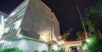 サヒド カワヌア ホテル - マナド