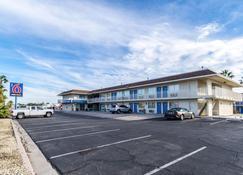 Motel 6 El Centro - El Centro - Building