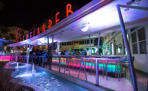 Clevelander Hotel - Miami Beach - Bar