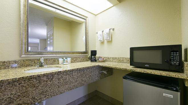 Best Western Orlando East Inn & Suites - Orlando - Bathroom
