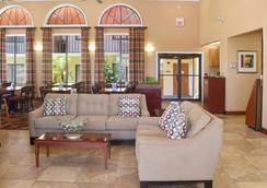 Best Western Orlando East Inn & Suites - Orlando - Lobby