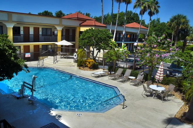 Best Western Orlando East Inn & Suites - Orlando - Pool