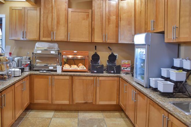 Best Western Orlando East Inn & Suites - Orlando - Buffet