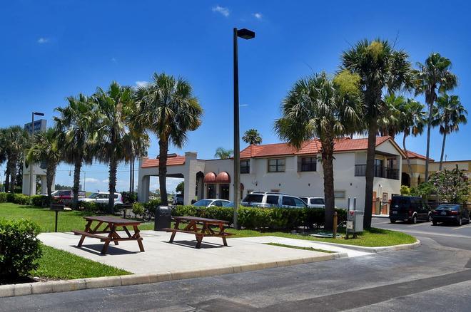 Best Western Orlando East Inn & Suites - Orlando - Building