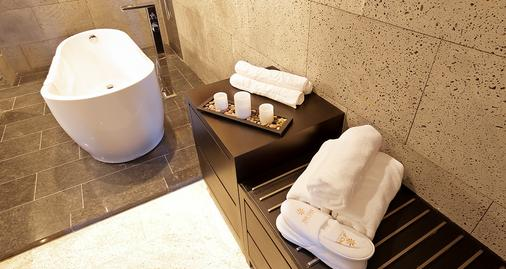 The One Boutique Hotel - Queens - Baño