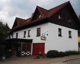 Die Radler - Scheune Finsterbergen - Friedrichroda - Gebäude