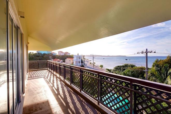 Pension Biru - Yomitan - Balkon