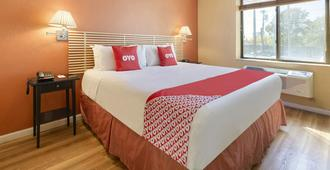 OYO Hotel Jfk Airport - Queens - Bedroom