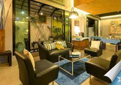 Sea Front Home - Bãi biển Patong - Lounge