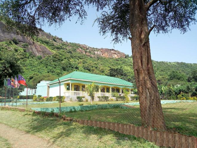 Green Oasis Guest House And Tours - Kalongo - Building
