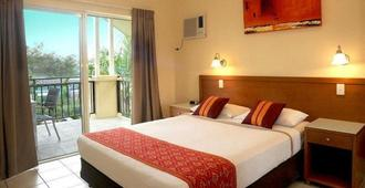 Bay Village Tropical Retreat & Apartments - Cairns - Bedroom