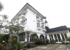 RedDoorz near Lampung Walk - Bandar Lampung - Building