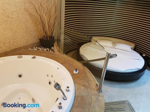 Ibiza Hotel - Yerevan - Bathroom