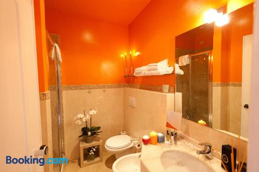 66 Imperial Inn Deluxe - Rome - Bathroom