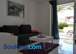 Apartments Viskovic Margita - Хвар - Living room