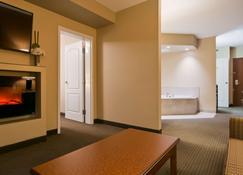 貝斯特韋斯特普拉斯服務套房酒店 - 列斯布里居 - Lethbridge/萊斯布里奇 - 臥室