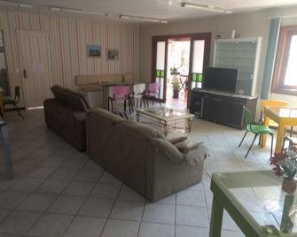Hostel Casa Verde - Itajai - Living room