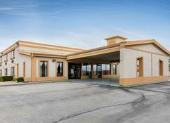Quality Inn & Suites Bloomington - Bloomington - Κτίριο