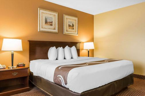 Quality Inn & Suites Bloomington - Bloomington - Makuuhuone