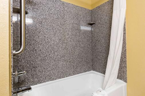 Quality Inn & Suites Bloomington - Bloomington - Kylpyhuone