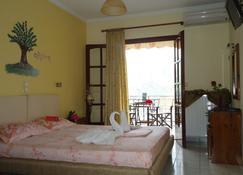 Almini Apartments - Sivota - Schlafzimmer