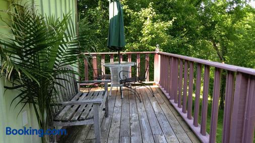 Hidden Springs Bed & Breakfast - Eureka Springs - Balcony