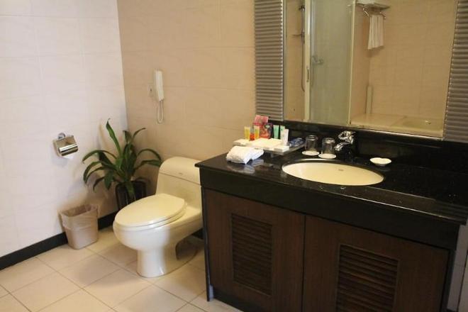 Grand Holiday Hotel - Thẩm Quyến - Phòng tắm