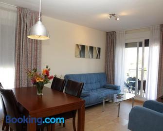 Apartamentos Turisticos Aguilas de los Collados - Агілас - Living room