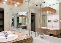 Comfort Hotel Toulouse Sud - Ramonville-Saint-Agne - Bathroom