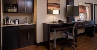 Holiday Inn Express & Suites San Antonio Medical-Six Flags - San Antonio - Kitchen