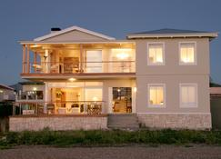 138 Marine Beachfront Guesthouse - Hermanus - Building