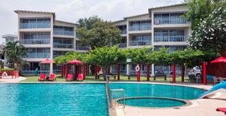 Chom View Hotel - הוא הין - בריכה