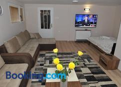 Golden House Apartments - Čačak - Living room