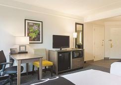 La Quinta Inn & Suites by Wyndham Atlanta Perimeter Medical - Atlanta - Bedroom